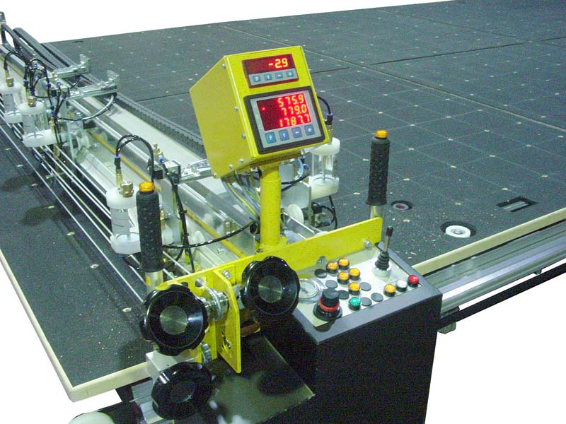 Flat glass cutting machine 115-6d for manual cutting to size of flat glass.